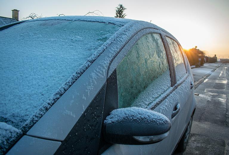 De-icing your car in winter